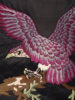 大正アンティーク 黒繻子に手刺繍の鷹柄 名古屋帯の生地の拡大